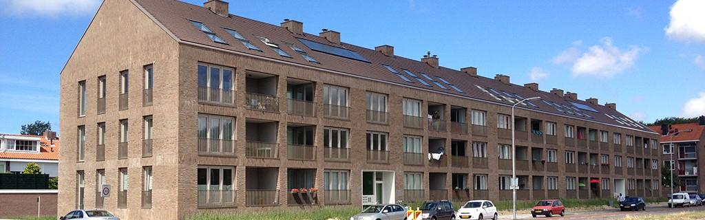 Sterrenstorm Planetenweg IJmuiden - straatgevel met inpandige balkon`s